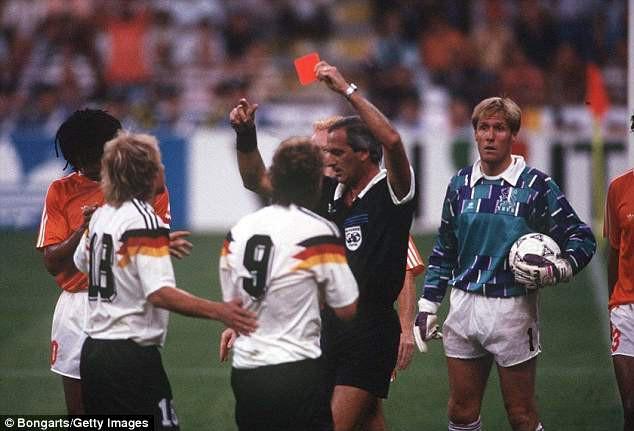 10 trận chiến xấu xí nhất World Cup, 2 trận có Maradona tham dự 6