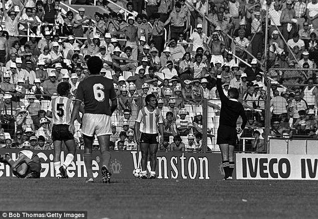 10 trận chiến xấu xí nhất World Cup, 2 trận có Maradona tham dự 7