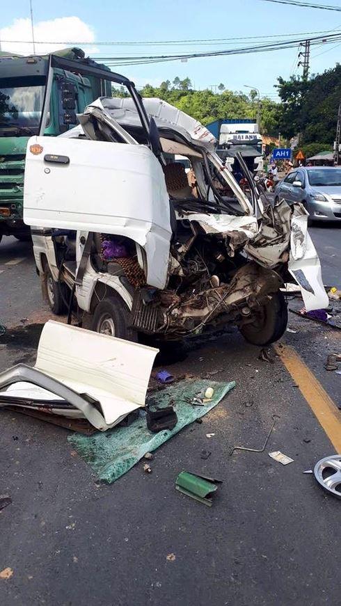 Tai nạn kinh hoàng giữa 2 xe ô tô, 5 người bị thương - Ảnh 2.
