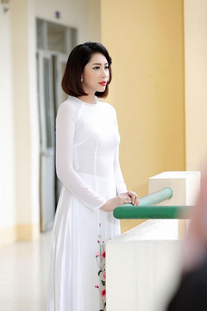 Chị gái Đặng Thu Thảo: Tính tôi mạnh mẽ cỡ nào nhưng chỉ cần em gái cãi, tôi chỉ biết khóc - Ảnh 2.