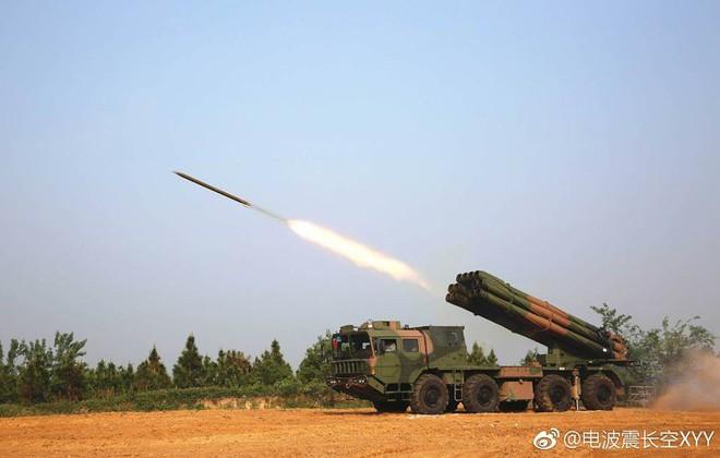 Ngạc nhiên: Pháo phản lực phóng loạt cũng bắn được đạn dưới cỡ như pháo tăng - Ảnh 2.