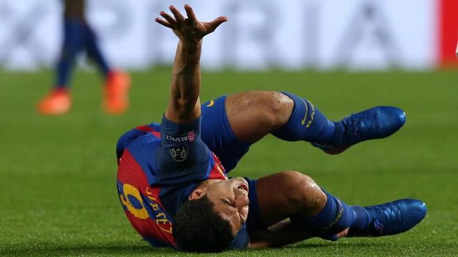 Tại sao các cầu thủ đẳng cấp thế giới vẫn cứ dày mặt ăn vạ, lăn lộn trên sân cỏ? - Ảnh 1.