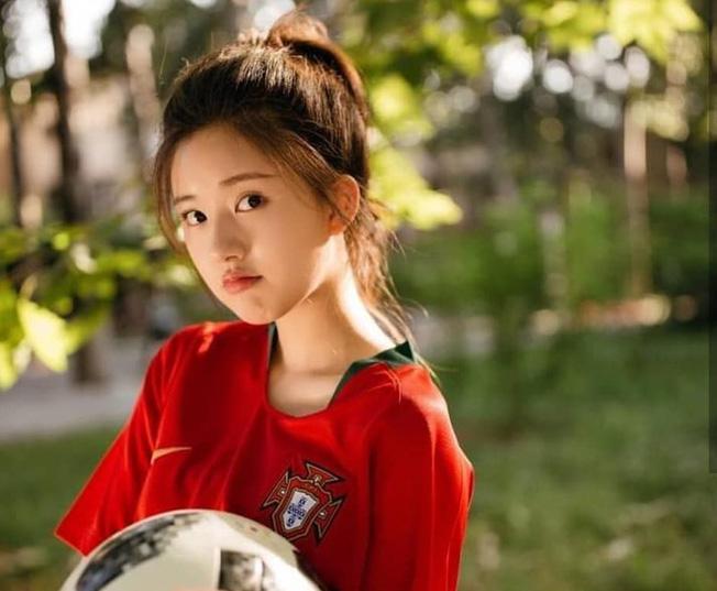 Khoác áo đội tuyển nào đội đó đều rời khỏi World Cup, hot girl này vẫn được yêu vì quá xinh đẹp - Ảnh 3.