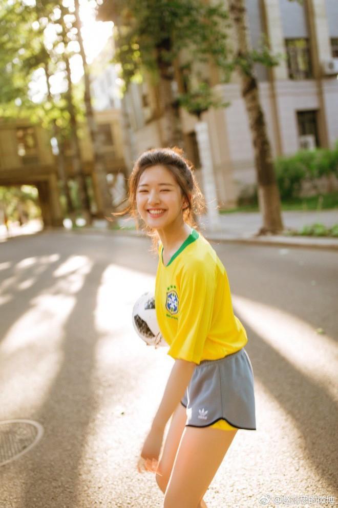 Khoác áo đội tuyển nào đội đó đều rời khỏi World Cup, hot girl này vẫn được yêu vì quá xinh đẹp - Ảnh 5.