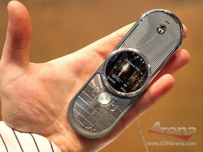 Từ thời đập đá cho đến kỷ nguyên smartphone, phong cách thiết kế điện thoại độc lạ vẫn còn đấy thôi! - Ảnh 8.