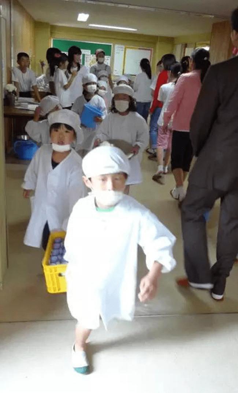 Chuyện giáo dục ở Nhật Bản: Chỉ một bữa trưa của học sinh tiểu học đã cho thấy người Nhật bỏ xa thế giới ở lĩnh vực trồng người như thế nào - Ảnh 4.