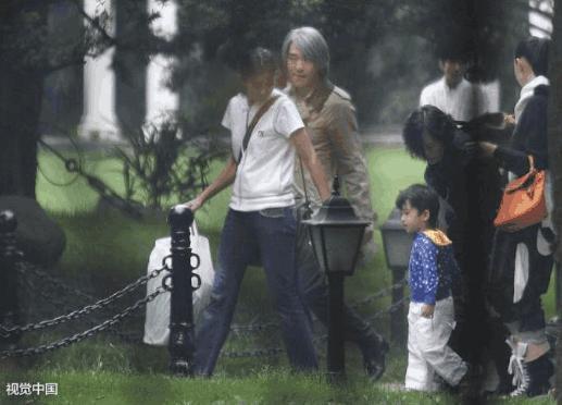 Châu Tinh Trì có con rơi 11 tuổi, mẹ ruột là nữ đại gia xinh đẹp? - Ảnh 1.
