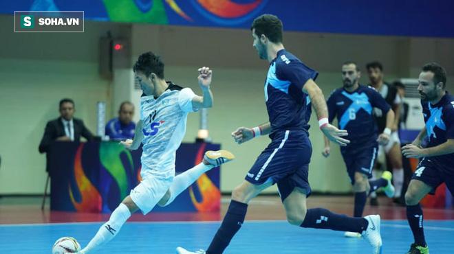 Lội ngược dòng xuất thần, đội bóng Việt Nam hiên ngang vào chung kết châu Á - Ảnh 2.