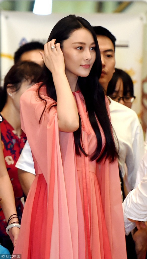 Lộ diện hậu kết hôn với sĩ quan, Trương Hinh Dư khoe nhẫn kim cương và có phản ứng như sau về Phạm Băng Băng - Ảnh 2.