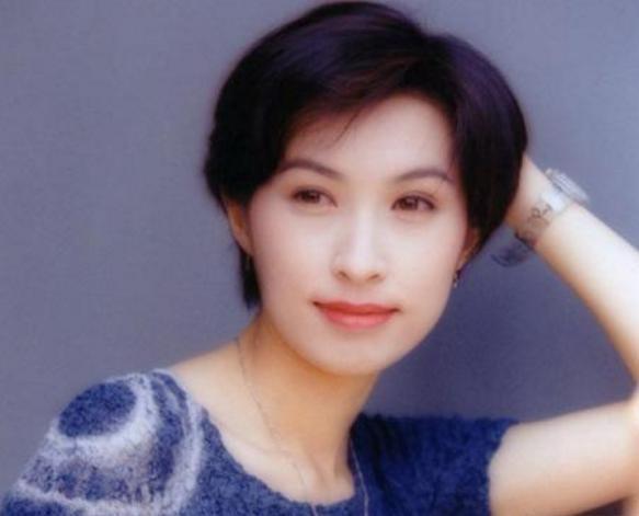 Quách Ái Minh: Hoa hậu xấu nhất Hồng Kông và cuộc hôn nhân 25 năm không con cái vẫn được chồng cưng chiều như nữ hoàng - Ảnh 2.