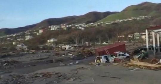 Núi đồ ăn cứu trợ siêu bão thối rữa trong bãi xe sau 11 tháng - Ảnh 1.