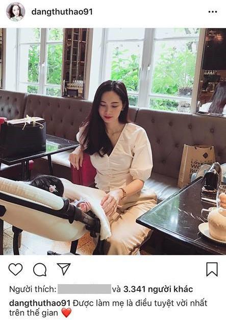 Hoa hậu Đặng Thu Thảo ngọt ngào bên con gái khiến fan 'tan chảy' - ảnh 1