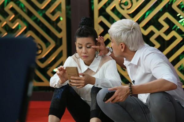 Hành động của Kiều Minh Tuấn dành cho vợ hơn 18 tuổi ở chốn đông người gây chú ý - Ảnh 7.