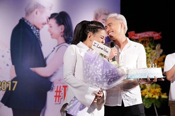 Hành động của Kiều Minh Tuấn dành cho vợ hơn 18 tuổi ở chốn đông người gây chú ý - Ảnh 9.