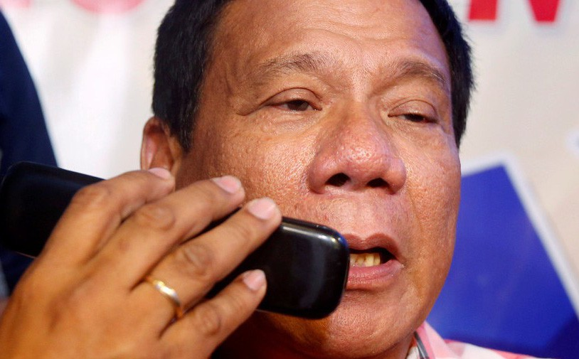 Vứt bỏ smartphone, ông Duterte tuyên bố: