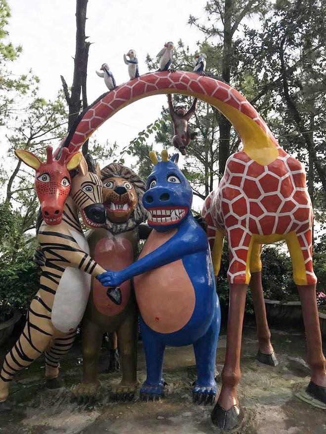 Công viên ở Hải Phòng trưng bày loạt tượng hài hước