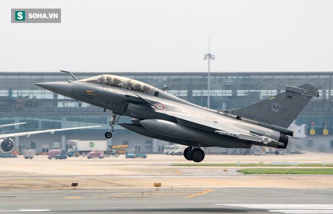 Cận cảnh tiêm kích Rafale của Pháp trong chuyến thăm đầu tiên tới Việt Nam - Ảnh 2.
