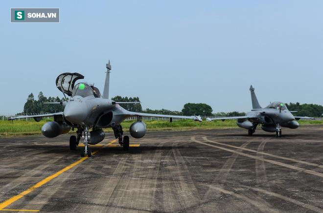 Cận cảnh tiêm kích Rafale của Pháp trong chuyến thăm đầu tiên tới Việt Nam - Ảnh 3.