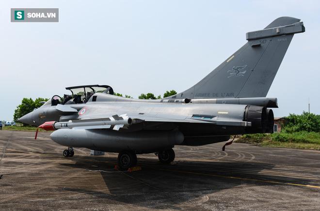 Cận cảnh tiêm kích Rafale của Pháp trong chuyến thăm đầu tiên tới Việt Nam - Ảnh 4.
