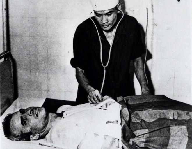 Cuộc đời Thượng nghị sĩ John McCain qua ảnh: Người bạn lớn có nhiều duyên nợ với Việt Nam - Ảnh 3.