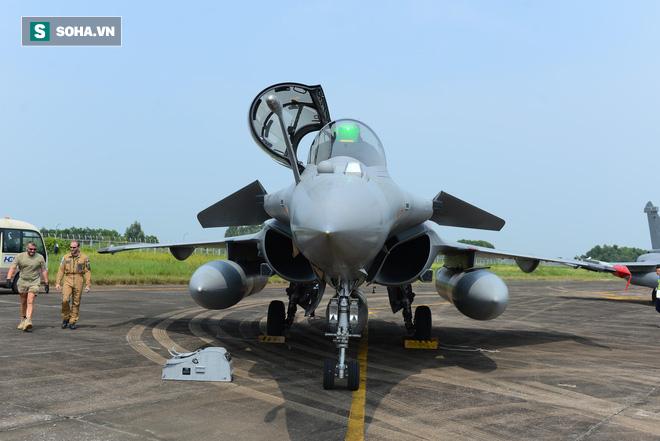 Cận cảnh tiêm kích Rafale của Pháp trong chuyến thăm đầu tiên tới Việt Nam - Ảnh 5.