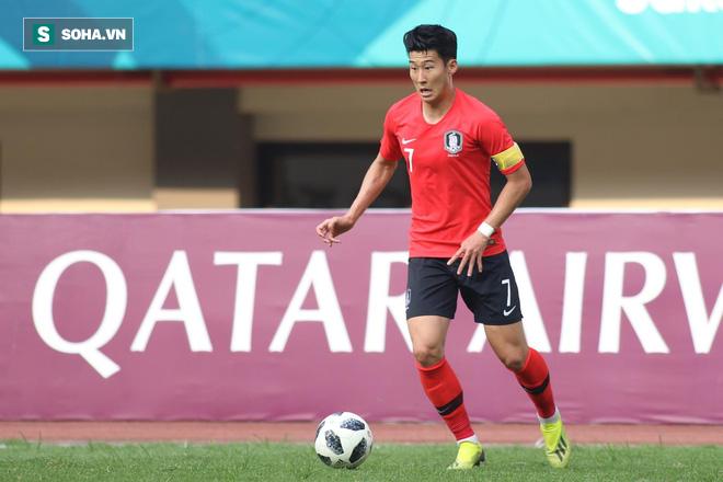 Son Heung-min quay mặt không dám nhìn đàn em đá quả penalty quyết định cho U23 Hàn Quốc - Ảnh 2.