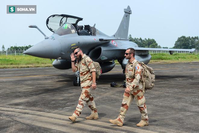 Cận cảnh tiêm kích Rafale của Pháp trong chuyến thăm đầu tiên tới Việt Nam - Ảnh 8.