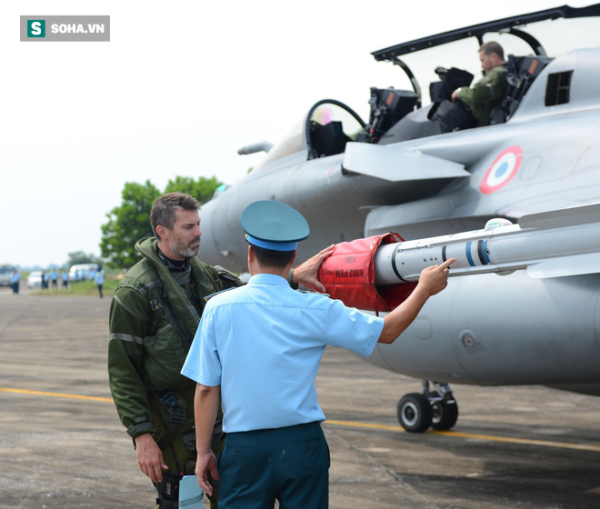 Cận cảnh tiêm kích Rafale của Pháp trong chuyến thăm đầu tiên tới Việt Nam - Ảnh 9.