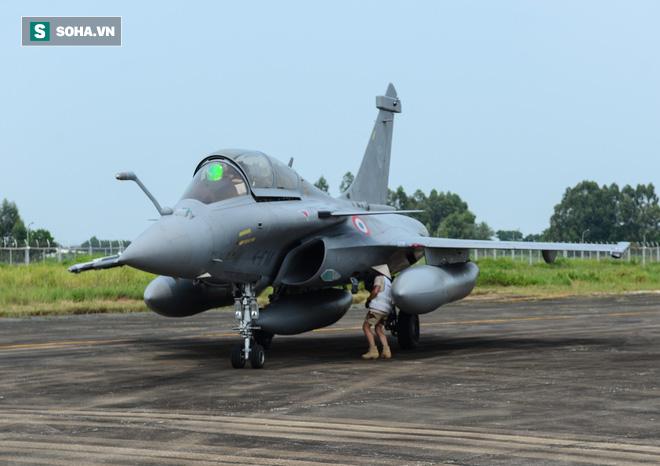 Cận cảnh tiêm kích Rafale của Pháp trong chuyến thăm đầu tiên tới Việt Nam - Ảnh 10.