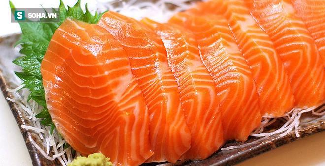 Nên ăn cá hồi màu hồng đậm hay hồng nhạt: Cho con ăn nhiều nhưng ít bà mẹ biết cách chọn - Ảnh 1.