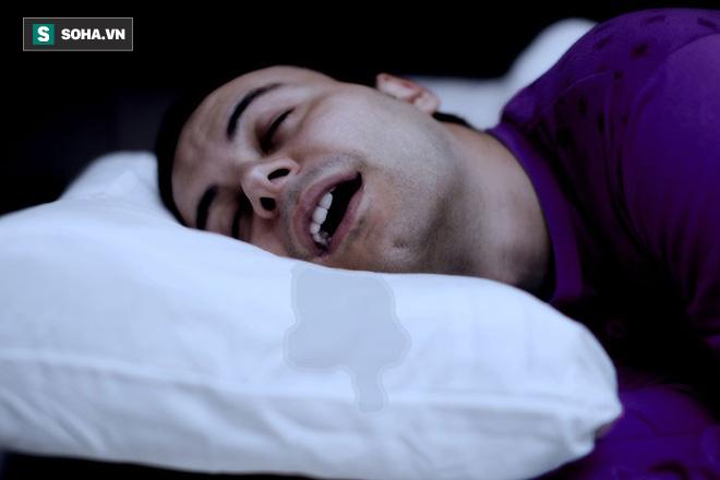 Chảy nước dãi khi ngủ: Đừng chủ quan với dấu hiệu cảnh báo 3 căn bệnh nguy hiểm - Ảnh 1.