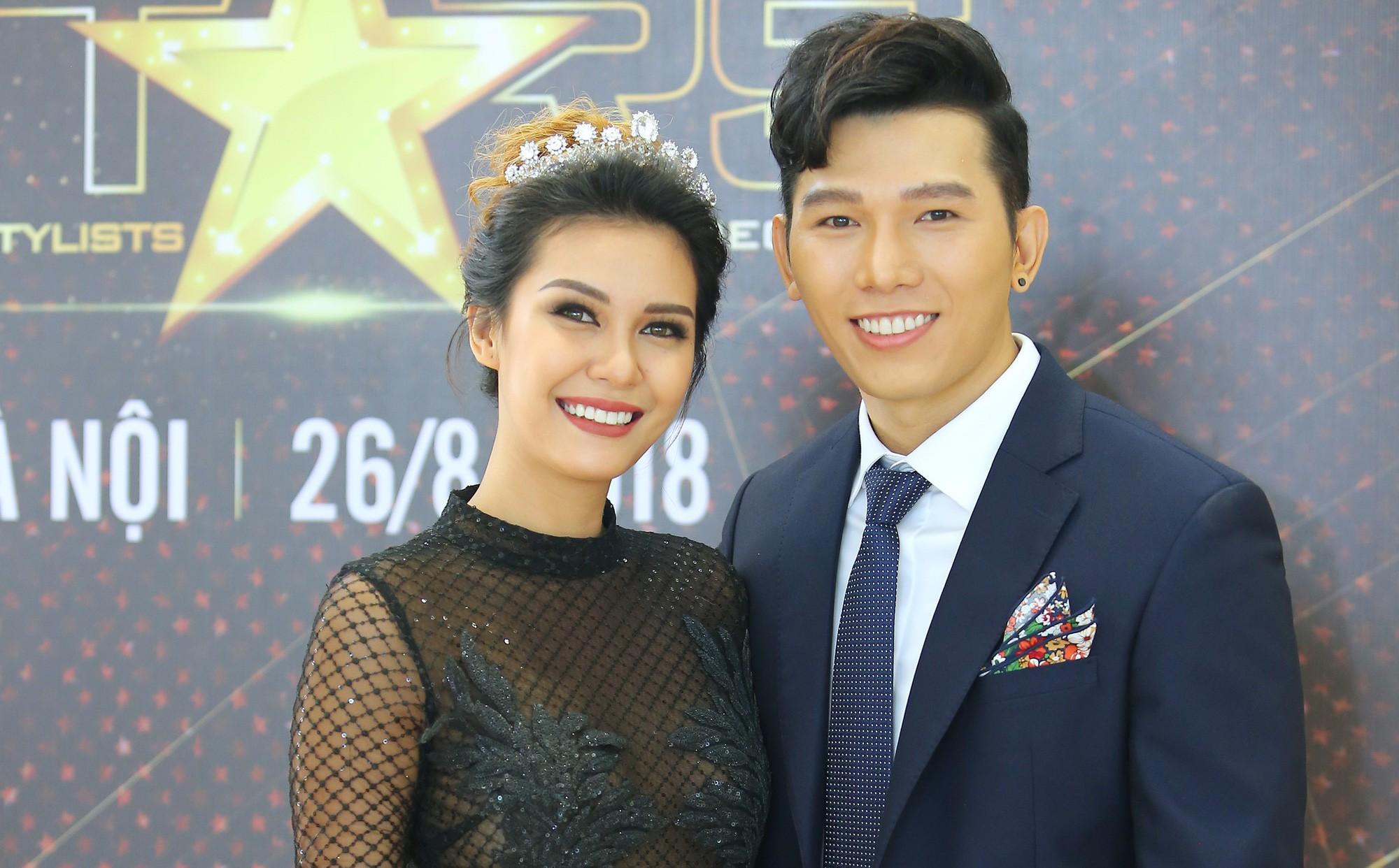Nam Vương Ngọc Tình được khen đẹp đôi khi xuất hiện cùng Hoa hậu Trái đất Angelia Ong
