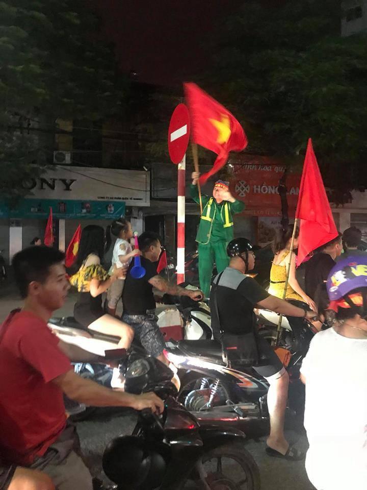 Những Hình Ảnh Đi Bão Chỉ Có Một Trên Đời Khắp Đường Phố Việt Nam Sau