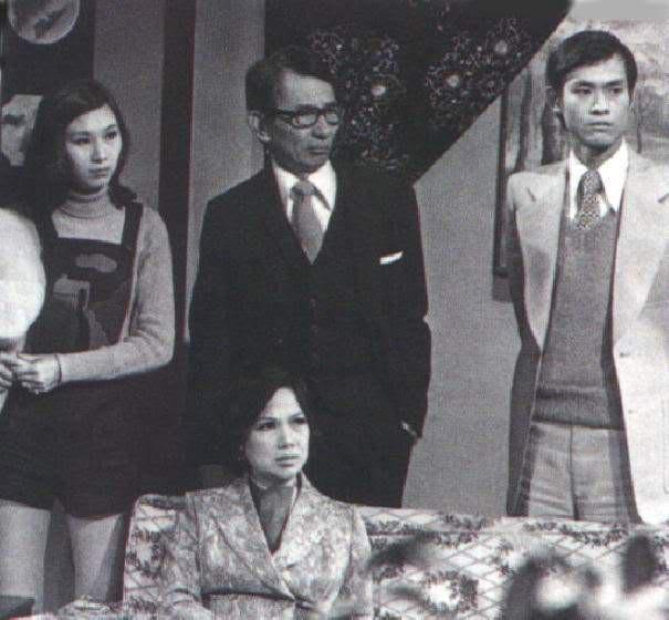 Đại hiệp điển trai nhất Hong Kong: 40 năm đội tóc giả, lần duy nhất lộ đầu hói khiến ai cũng nghẹn ngào - Ảnh 3.