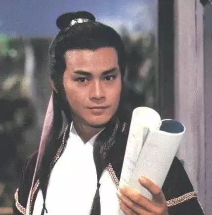 Đại hiệp điển trai nhất Hong Kong: 40 năm đội tóc giả, lần duy nhất lộ đầu hói khiến ai cũng nghẹn ngào - Ảnh 4.