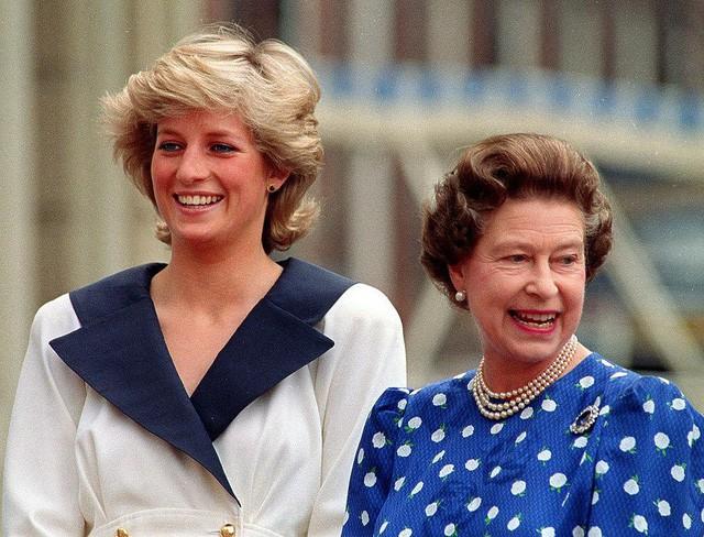 Nguyên tắc kỳ lạ của Hoàng gia Anh: Không ai được phép đi ngủ trước nữ hoàng Anh, còn nữ hoàng đích thị là một… cú đêm - Ảnh 3.