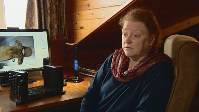 42 năm tìm sự thật về thi thể của con trai, người mẹ đau đớn phát hiện điều khủng khiếp khi nấm mồ được khai quật lại - Ảnh 1.