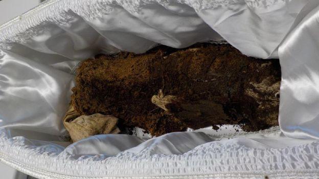 42 năm tìm sự thật về thi thể của con trai, người mẹ đau đớn phát hiện điều khủng khiếp khi nấm mồ được khai quật lại - Ảnh 5.