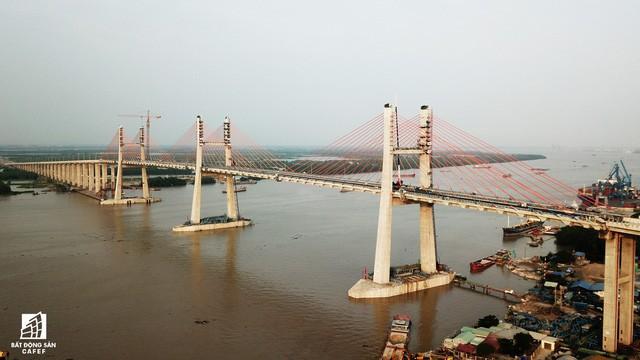 Một ngày trước khi thông xe, nhìn toàn cảnh cao tốc Hạ Long - Hải Phòng và cầu Bạch Đằng gần 15 nghìn tỷ từ trên cao - Ảnh 12.