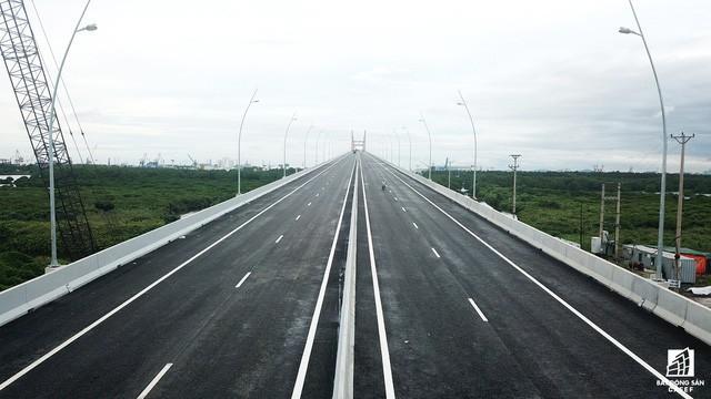 Một ngày trước khi thông xe, nhìn toàn cảnh cao tốc Hạ Long - Hải Phòng và cầu Bạch Đằng gần 15 nghìn tỷ từ trên cao - Ảnh 7.