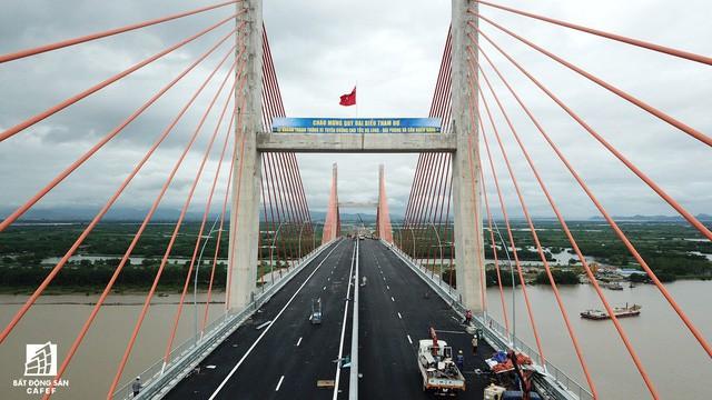 Một ngày trước khi thông xe, nhìn toàn cảnh cao tốc Hạ Long - Hải Phòng và cầu Bạch Đằng gần 15 nghìn tỷ từ trên cao - Ảnh 9.