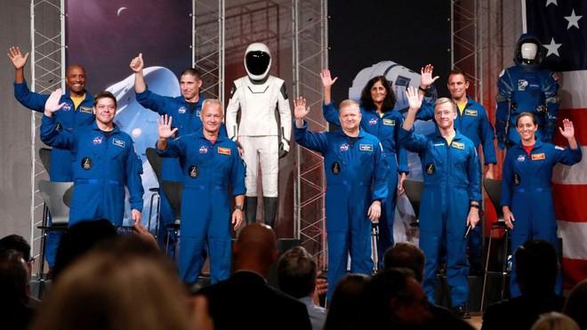NASA tuyên bố đội ngũ phi hành gia sẽ bay cùng SpaceX và Boeing lên trạm vũ trụ ISS, khởi đầu cho kỉ nguyên vũ trụ mới - Ảnh 2.