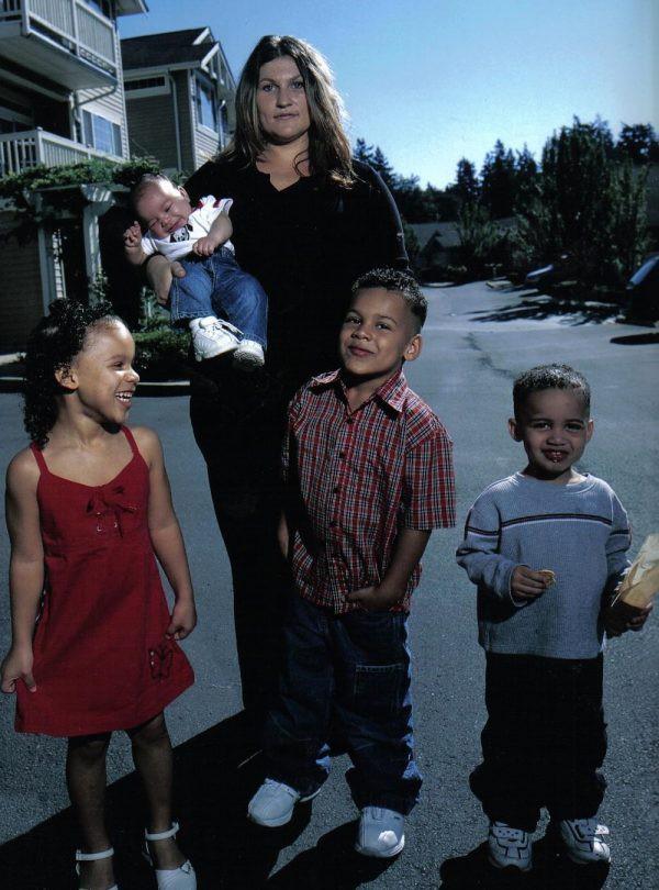 Nỗi oan thấu trời của bà mẹ 4 lần sinh con, cả 4 đều không cùng huyết thống, bị nghi lừa đảo và suýt mất quyền nuôi dưỡng - Ảnh 1.