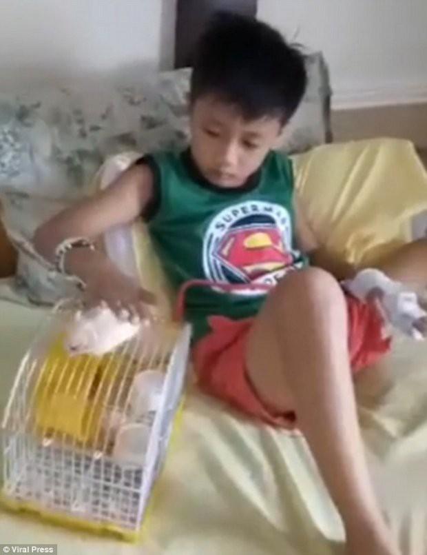 Chơi điện tử 9 tiếng mỗi ngày, cậu bé 6 tuổi bị co giật liên tục - Ảnh 2.