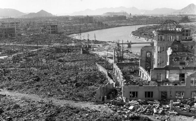 Bóng đen trên đá: Ám ảnh những người bốc hơi trong nháy mắt dưới cầu lửa bom nguyên tử - Ảnh 2.