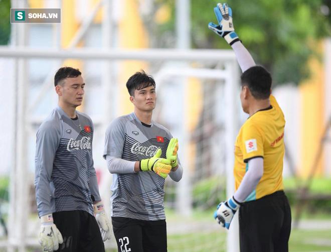 Cuộc trò chuyện với thầy Park và món quà đặc biệt Đặng Văn Lâm tặng U23 Việt Nam - Ảnh 1.