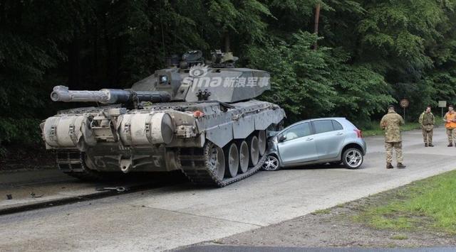 [ẢNH] Những sự cố hy hữu xảy ra với xe tăng chiến đấu chủ lực - ảnh 10