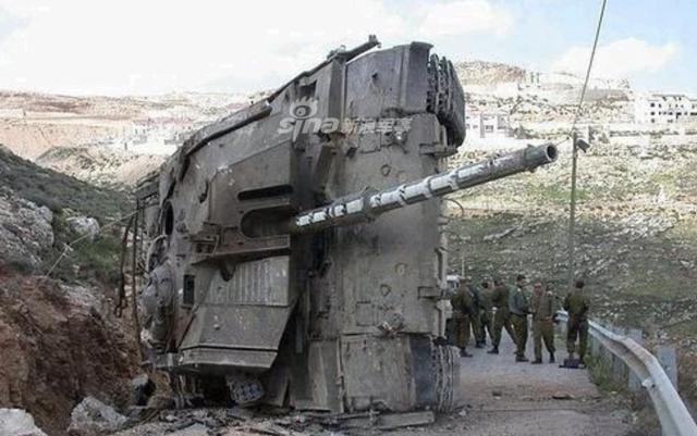[ẢNH] Những sự cố hy hữu xảy ra với xe tăng chiến đấu chủ lực - ảnh 5