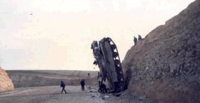 [ẢNH] Những sự cố hy hữu xảy ra với xe tăng chiến đấu chủ lực - ảnh 6