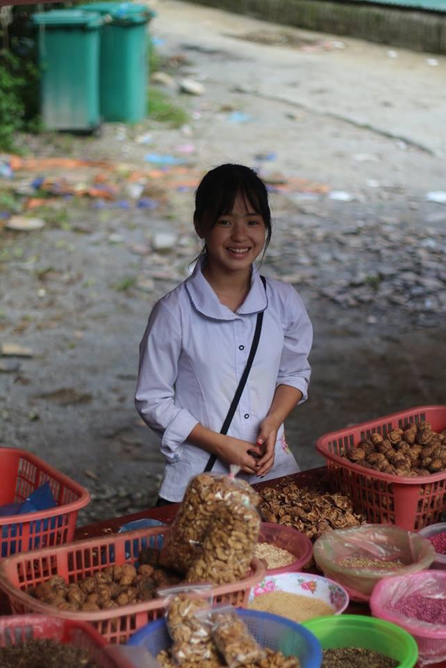Bán hoa quả ở Hà Giang, cô gái 15 tuổi khiến chàng trai đòi làm rể, dân mạng nhận ra người quen cũ - Ảnh 8.